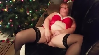 Fat Mature Woman With Dildo