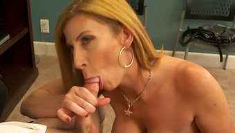 Hot Boss Sara Jay Wants Her New Intern To Fuck Her Pussy Good
