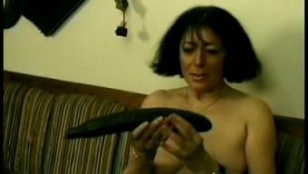 Mature Chick Using A Dildo