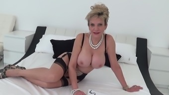 Lady Sonia Gets Her Pussy Fingered