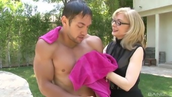 Sexy Nina Hartley Gets Her Pussy Filled With A Monster Cock