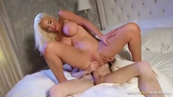 Huge Cock Spears Nicolette Shea&#39s Shaved Cunt