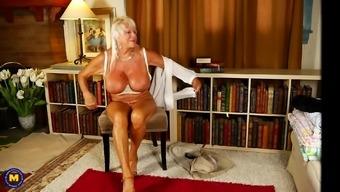 Busty Mature Amateur Granny Mandi Exposes Her Huge Tits