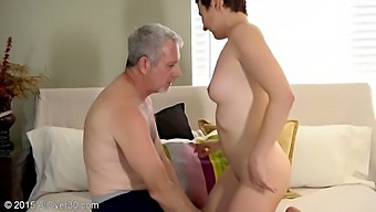Milf 44 Hot Porno Scene - Kali Karinena