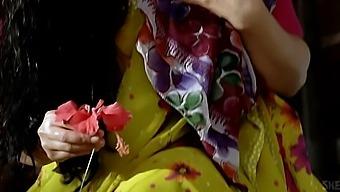 Vidya Balan Hot In Ishqiya