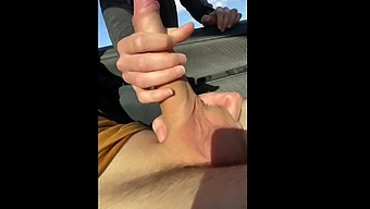 18 Yo, I Pull Out My Cock In Front Of Jogger And She Sucks Me