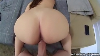 Beautiful Teen Fan With A Big Ass Fucking With My Big Cock, Took Off Her Condom And Asked For Cum Inside Her Pussy (Complete In Red) - Mr Benga