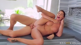Sexy Chick Gets Her Tanned Pussy Drilled In The Shower Room