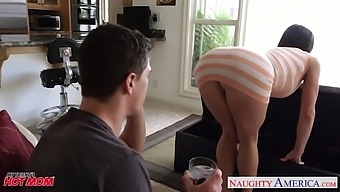 Friend'S Sexy Mommy Is Flashing Her Yummy Pussy Upskirt