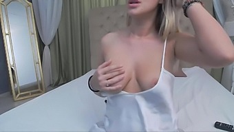 Webcam Petite Blonde Perfect Big Natural Tits Teasing