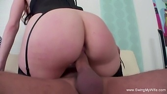 Swinger Wifey Getting Down With A Stranger To Enjoy