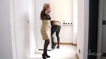 Sweet Woman Pays Plumber With Sex And That Chick Loves To Get Fucked Hard