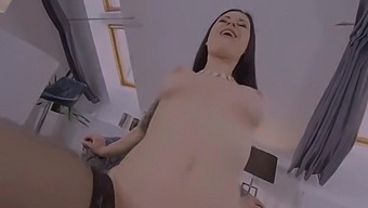 Sex Therapist Billie Star