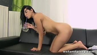 Torrid Slender Brunette Kira Queen Wanna Piss And Tease Her Wet Pussy