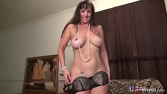 Solo Masturbtion And Mature Showoff Compilation Of Horny Ladies From United States