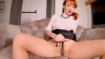 Red Xxx Teases Her Pussy While In Pantyhose