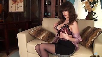 Hairy Pussy Amateur Kate Anne Enjoys Pleasuring Her Cravings