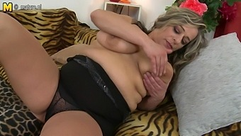 Horny Mature Lady Going Solo - Maturenl
