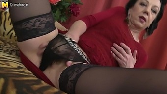 Naughty Mature Lady Fucking Her Younger Lover - Maturenl