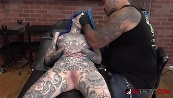 Australian Beauty Amber Luke Gets A New Nose Tattoo