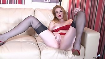 Nicole Hart Takes Off Her Panties To Play With Her Wet Slit