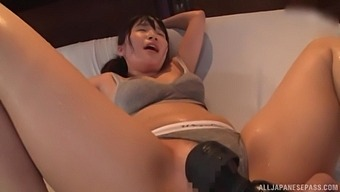 Squeaky Asian Babe Kawai Asuna Gets Her Twat Fiddled With
