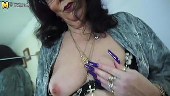 Horny British Mature Slut Playing With Her Toy - Maturenl